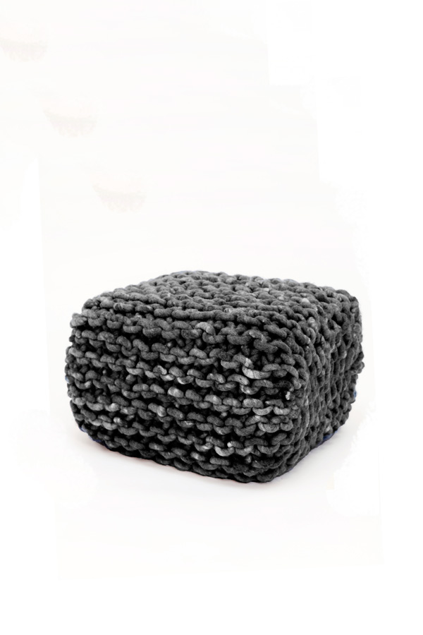 pouf cubo s wohnen mit strick wohnaccessoires von meshmade. Black Bedroom Furniture Sets. Home Design Ideas